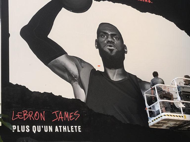 LeBron James en tournée avec Nike